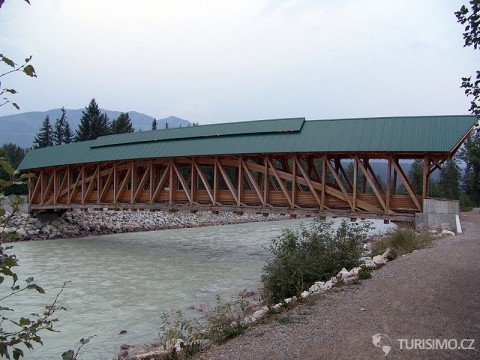 Kicking Horse Pedestrian Bridge, autor: Howcheng
